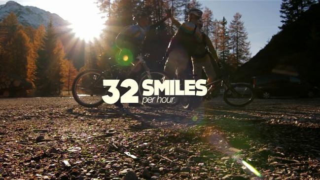 32 Smiles - video