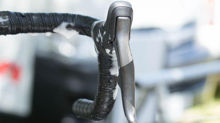 SRAM - elektricke bezdratove razeni